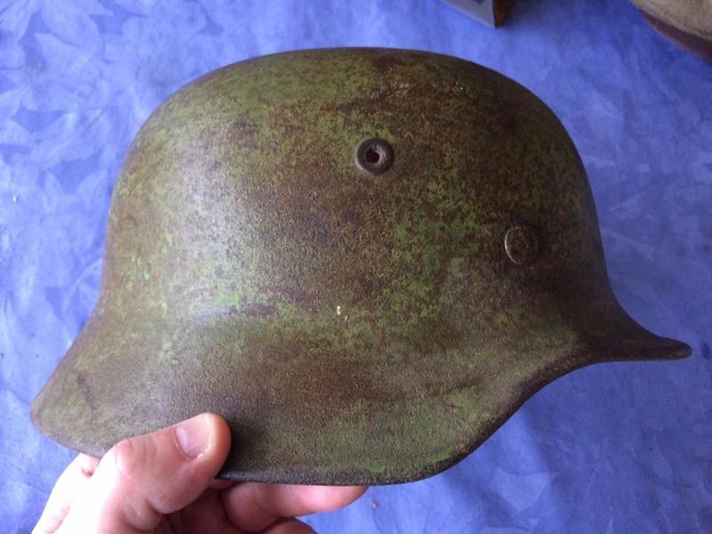 Casque avec un reste d'insigne, couleur pomme  Image20