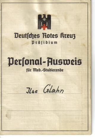 Deutsche Rote Kreuz (DRK), la tenue de l'aide soignante allemande 112