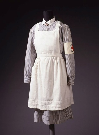 Deutsche Rote Kreuz (DRK), la tenue de l'aide soignante allemande 2ad75010