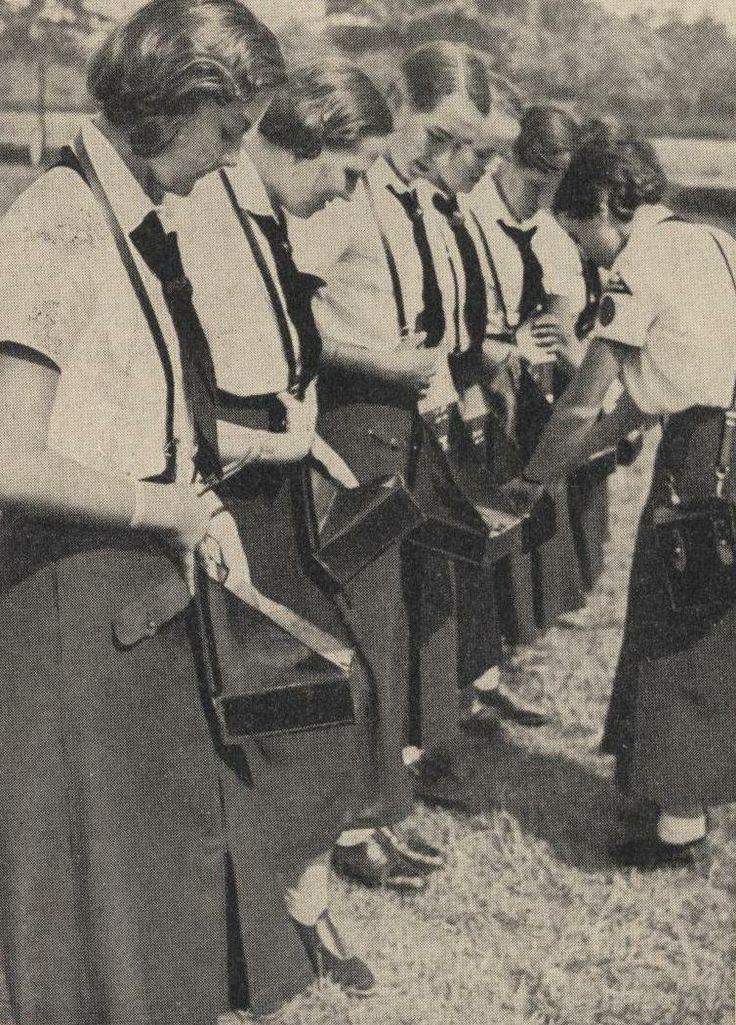 Deutsche Rote Kreuz (DRK), la tenue de l'aide soignante allemande 3a089f10