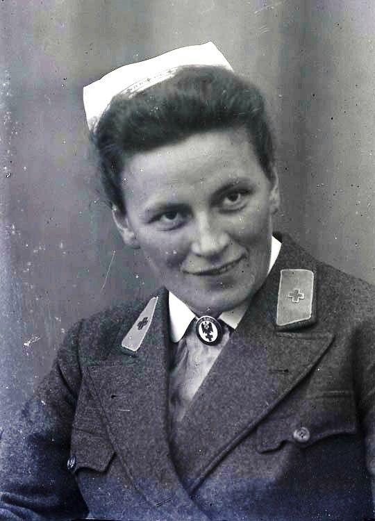 Deutsche Rote Kreuz (DRK), la tenue de l'aide soignante allemande 5b37f310