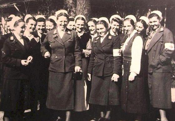 Deutsche Rote Kreuz (DRK), la tenue de l'aide soignante allemande 85334410