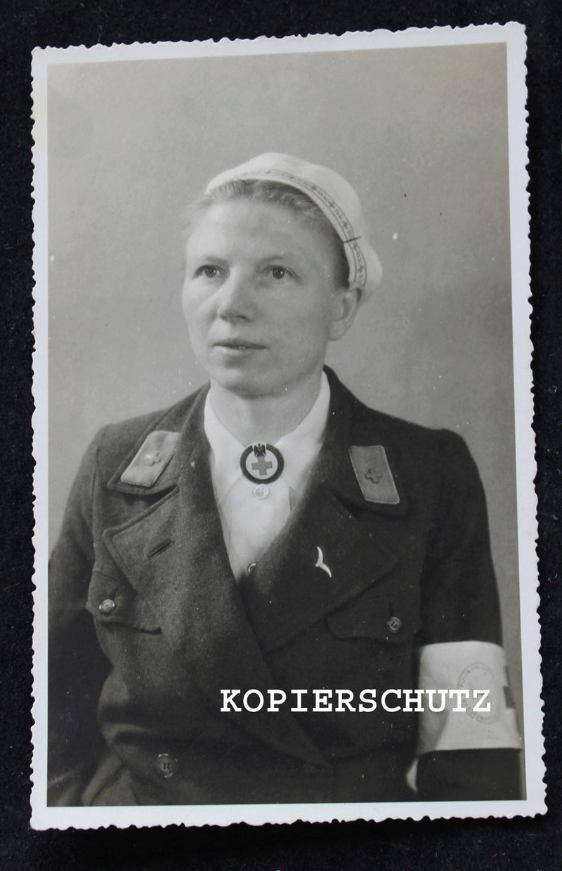 Deutsche Rote Kreuz (DRK), la tenue de l'aide soignante allemande _5710