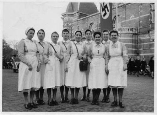 Deutsche Rote Kreuz (DRK), la tenue de l'aide soignante allemande B2814310