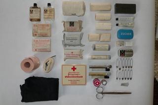 Deutsche Rote Kreuz (DRK), la tenue de l'aide soignante allemande Conten10