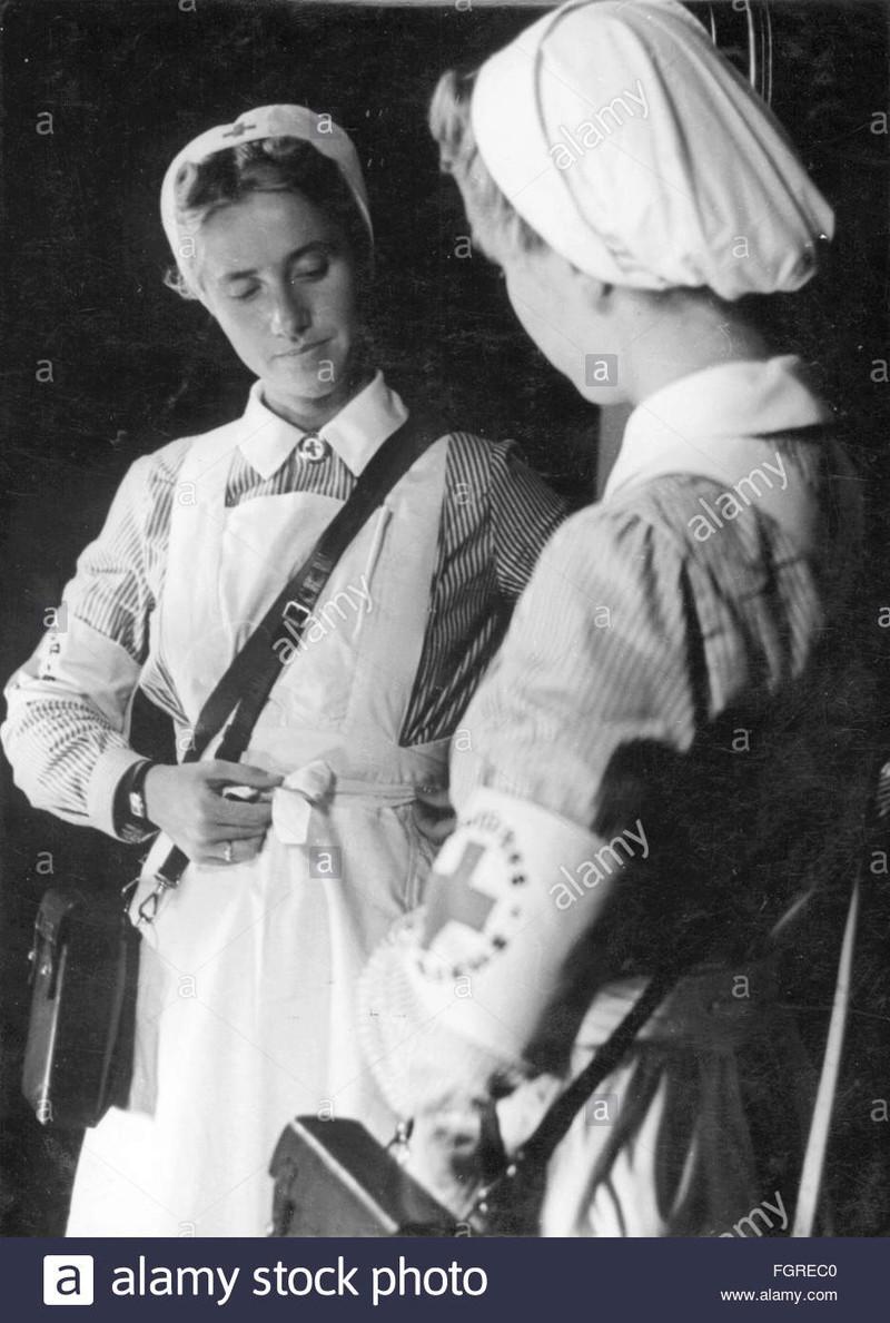 Deutsche Rote Kreuz (DRK), la tenue de l'aide soignante allemande Nurse-10