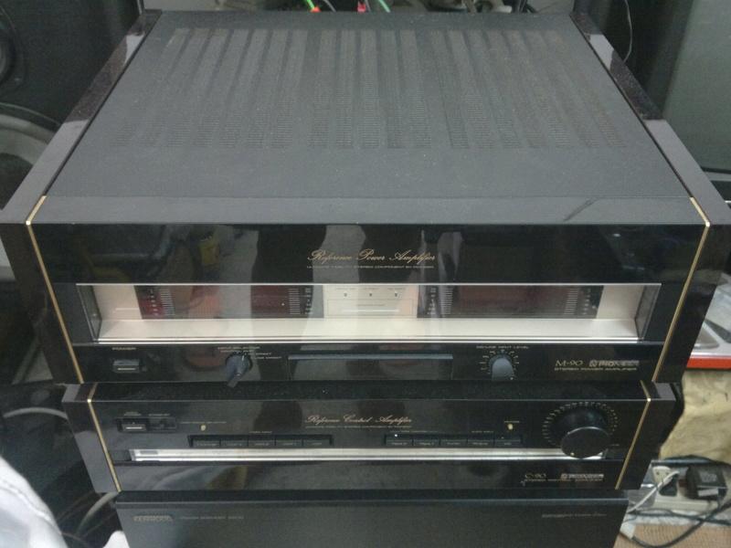 Pioneer C90 pre & M90 power amp 03012011
