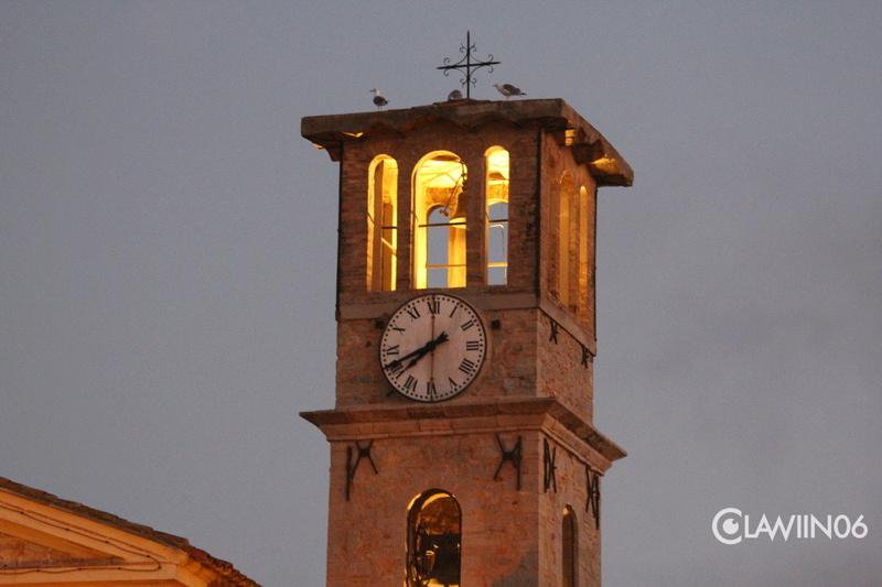 Reçu un beau diapo....Les horloges et pendules des rues..... - Page 42 Hor_a12