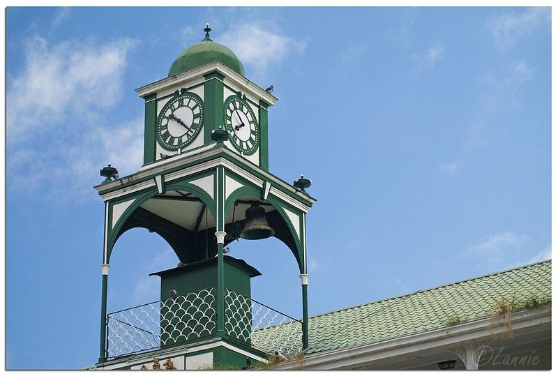Reçu un beau diapo....Les horloges et pendules des rues..... - Page 43 Hor_a13