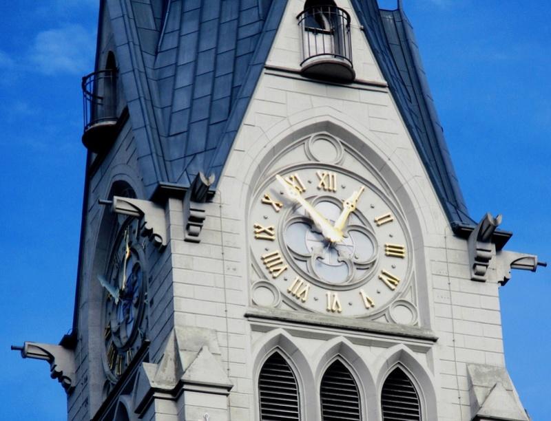 Reçu un beau diapo....Les horloges et pendules des rues..... - Page 43 Hor_c10