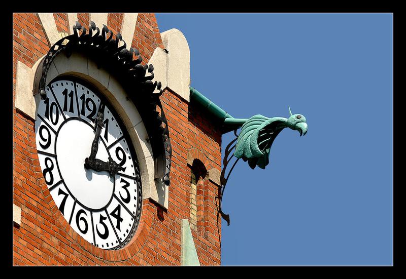 Reçu un beau diapo....Les horloges et pendules des rues..... - Page 42 Hor_de10