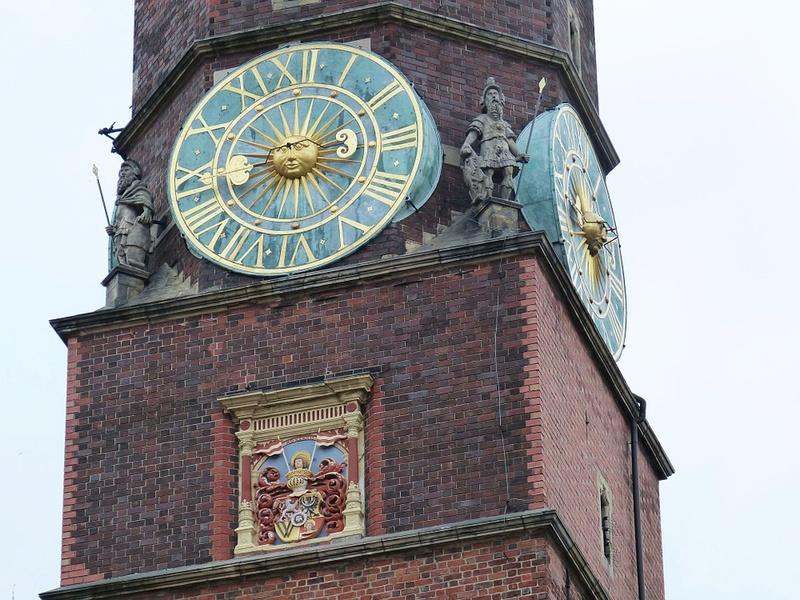 Reçu un beau diapo....Les horloges et pendules des rues..... - Page 42 Hor_fa10