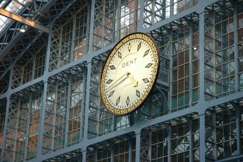Reçu un beau diapo....Les horloges et pendules des rues..... - Page 41 Hor_hg10