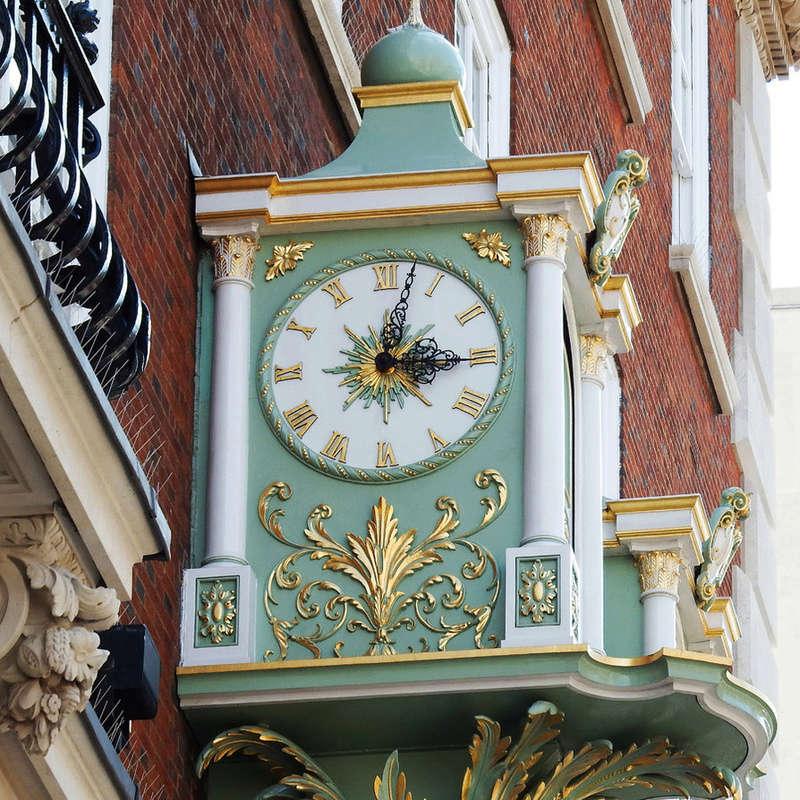 Reçu un beau diapo....Les horloges et pendules des rues..... - Page 44 Hor_m11