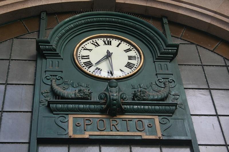 Reçu un beau diapo....Les horloges et pendules des rues..... - Page 41 Hor_r11