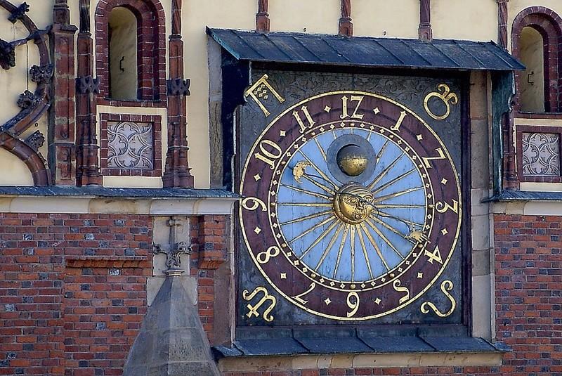 Reçu un beau diapo....Les horloges et pendules des rues..... - Page 43 Hor_sz10