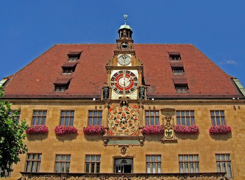 Reçu un beau diapo....Les horloges et pendules des rues..... - Page 41 Hor_xe10