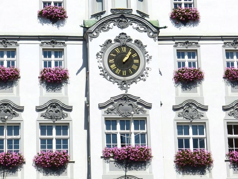 Reçu un beau diapo....Les horloges et pendules des rues..... - Page 41 Hor_zf10