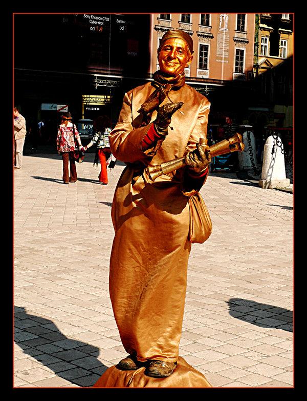 Des statues amusantes ! - Page 11 Sta_bb10