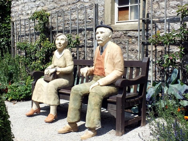 Des statues amusantes ! - Page 9 Sta_xw10