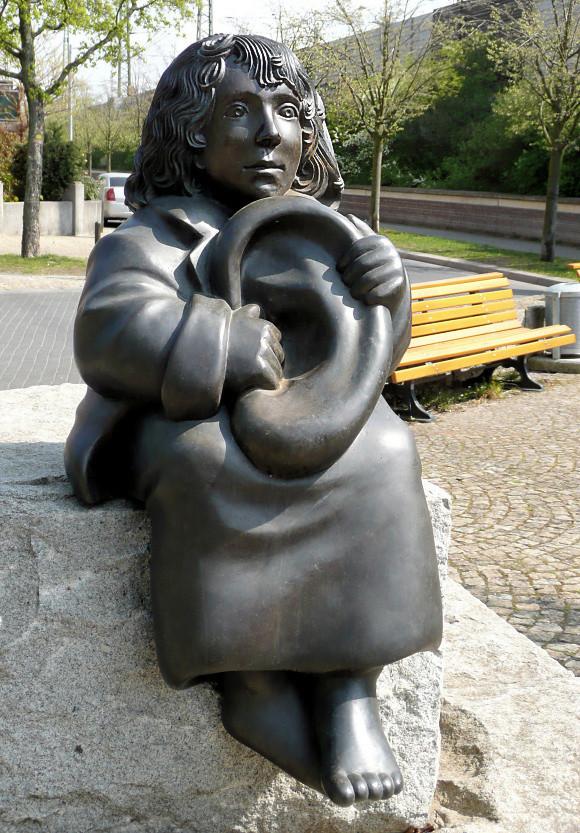 Des statues amusantes ! - Page 10 Sta_ze10