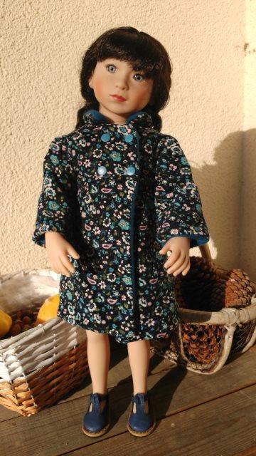 Valentina et son nouveau manteau Mantea10