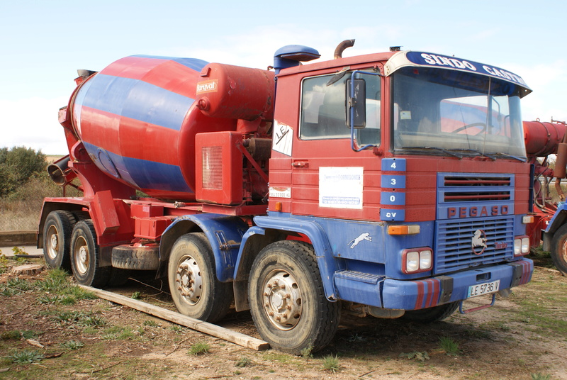 Pompes a beton + Camions malaxeur (Camions Toupie) - Page 4 Dsc00130