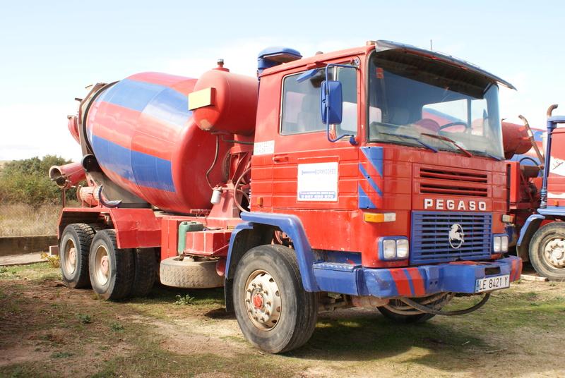 Pompes a beton + Camions malaxeur (Camions Toupie) - Page 4 Dsc00132