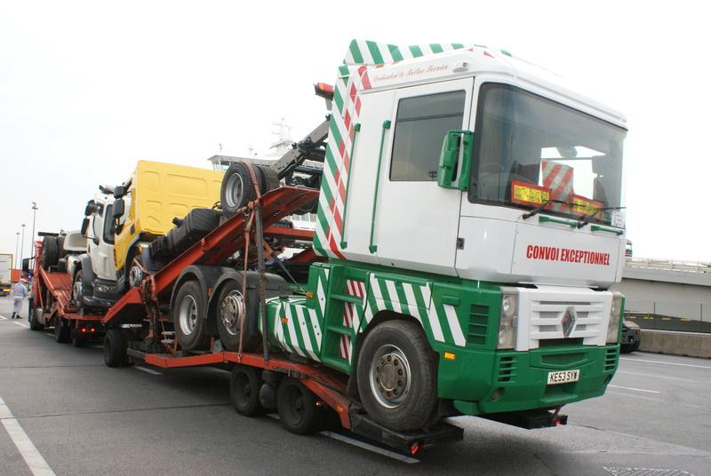 Vieux camions en partance pour les pays étranger Dsc01114