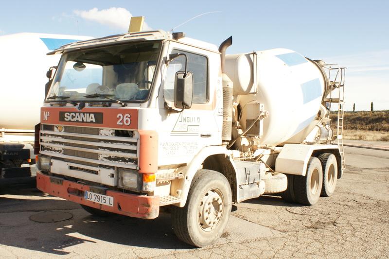 Pompes a beton + Camions malaxeur (Camions Toupie) - Page 4 Dsc06112