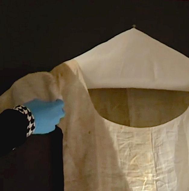 Chemise de Marie-Antoinette portée à la prison du Temple Captur73