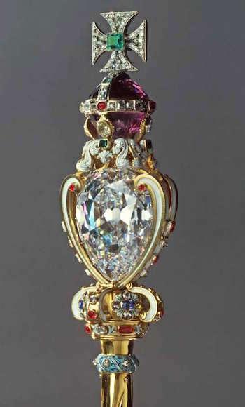 Série The Crown : le règne de la reine Elisabeth II - Page 2 Cullin10