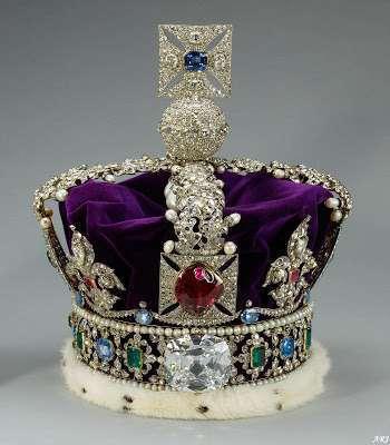 Série The Crown : le règne de la reine Elisabeth II - Page 2 The_im10