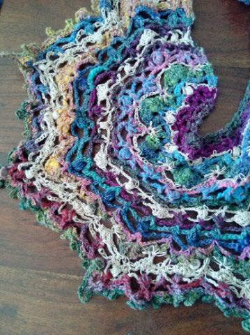 Robe Flammenco au Crochet Laine et Soie , Laine Noro Japonais ! Img_2072