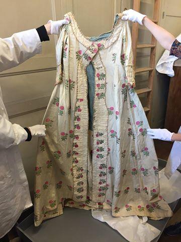 robes XVIIIe: styles, couleurs et matières  Zzzfon15
