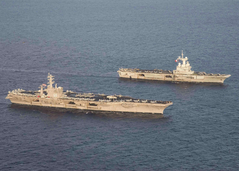 l'USS-Eisenhower-a-la-mi-decembre-a-marseille 16120610