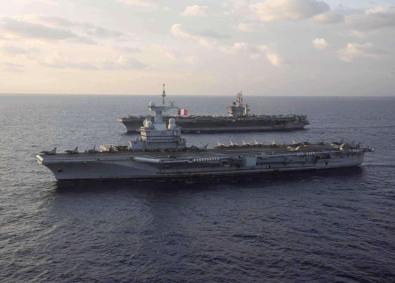 l'USS-Eisenhower-a-la-mi-decembre-a-marseille 16120612