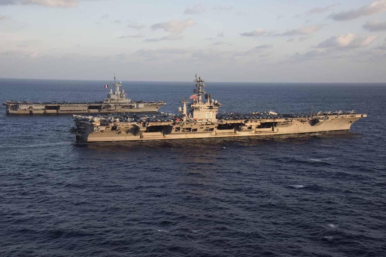 l'USS-Eisenhower-a-la-mi-decembre-a-marseille 16120613