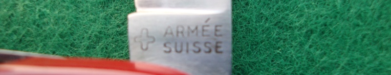 Couteaux de Soldat et Couteaux Officier Suisses. Dsc06513