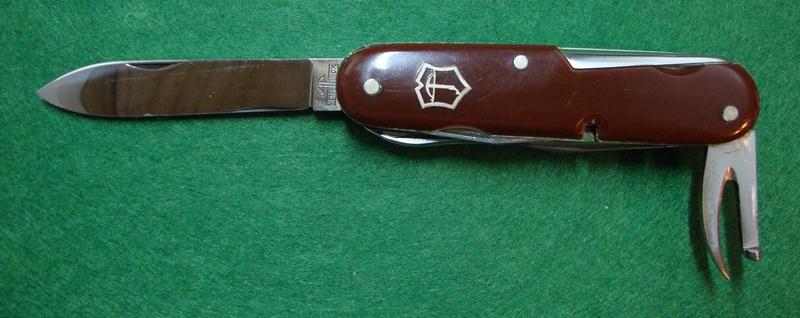 Couteaux de Soldat et Couteaux Officier Suisses. Dsc06521