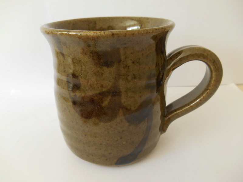 C M or W C mark on well made mug - similar to Connie Walther's mark? Dscn0118