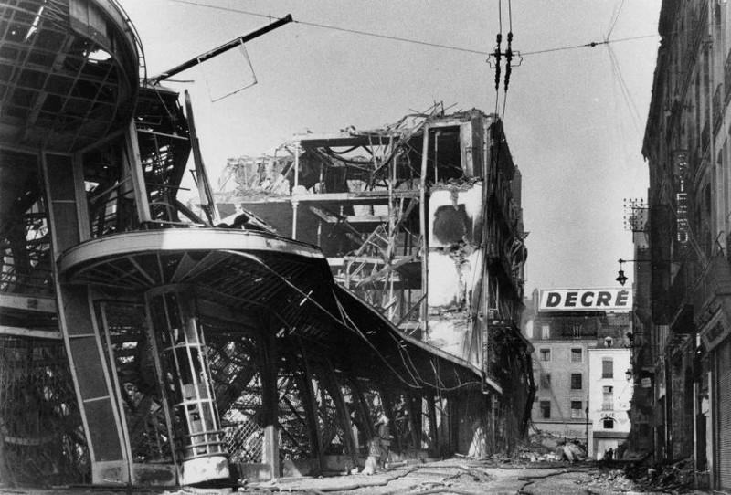 LES BOMBARDEMENTS DU 23 SEPTEMBRE 1943 - LE MAGASIN DECRÉ 1943-d12