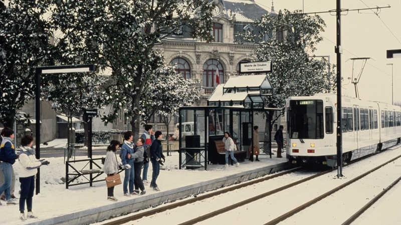 LE RENOUVEAU DU TRAMWAY NANTAIS 1985-j10