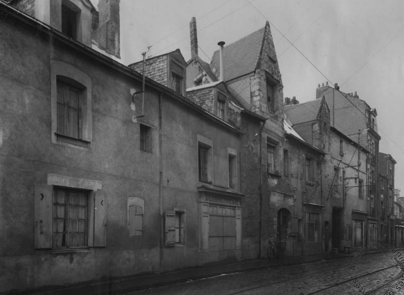 LA COUR ET LOGIS CATHUIS Rue-de10