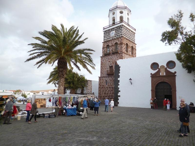 Lanzarote, l'île esthétique - Page 2 P1040017