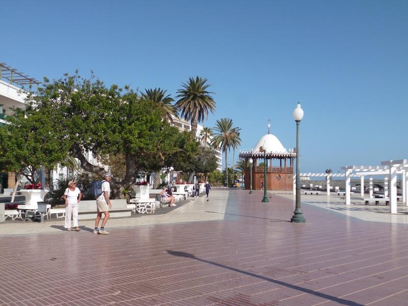 Lanzarote, l'île esthétique - Page 2 P1040113