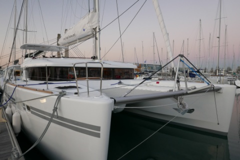 Lagoon 450 : Fly Bridge ou Sport Top ? - Page 2 Img_1010