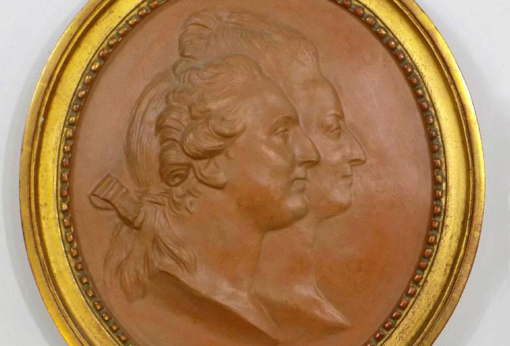 A vendre: Louis XVI et Marie Antoinette - Page 4 Sans_t12