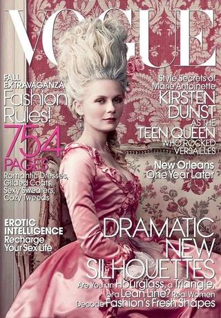 Les robes portées par les Marie Antoinette de nos écrans Teen-q12