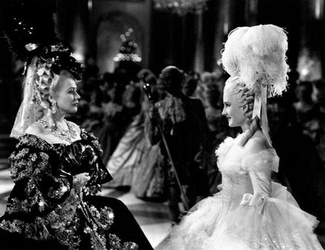 Les robes portées par les Marie Antoinette de nos écrans Zzzfon16